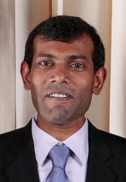Maldivian President Mohamed Nasheed: As soon as the meeting was over, the Maldivian President came down from the podium and had a friendly chat with us. This surprised everyone