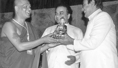 A Thai monk presenting a Buddha statue which had been made according to the Thai Murthy Culture to Prime Minister D. M. Jayaratne. Lands and Land Development Minister Janaka Bandara Tennakoon, local and foreign monks also participated in the symposium.The eighth annual international symposium of the World Young Buddhist Monks Organization was held at the T.B. Tennakoon Memorial Hall in Galewela, Dambulla recently. The inauguration ceremony was held under the patronage of Prime Minister and Buddhist Affairs Minister D.M. Jayaratne and Lands and Land Development Minister Janaka Bandara Tennakoon in Dambulla in late 2011. Around 800 monks from Sri Lanka and 50 countries participated in the inauguration ceremony