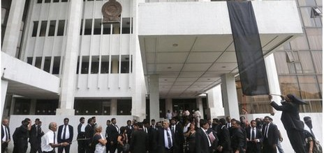 Lawyers hung a black flag as a sign of protest against the government's impeachment bid outside the Colombo court complex.