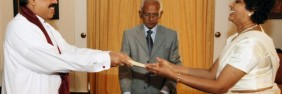 shirani-bandaranayake-is-taking-oaths-as-the-acting-chief-justice-before-the-president2