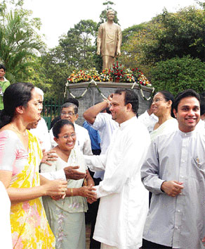 The 67th birth anniversary of late Gamini Dissanayake was commemorated March 20, 2009 before his statue at Viharamahadevi Park by his wife Srima Dissanayake, sons Naveen and Mayantha with the participation of relations and friends. (Photo taken from Island.lk)